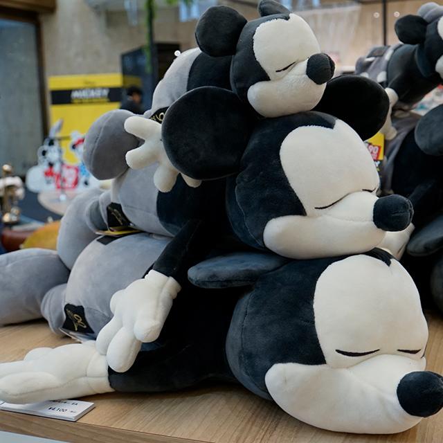 90周年記念アイテムがいっぱい!大人気もっちり&ふんわりなミッキー&ミニーの抱き枕