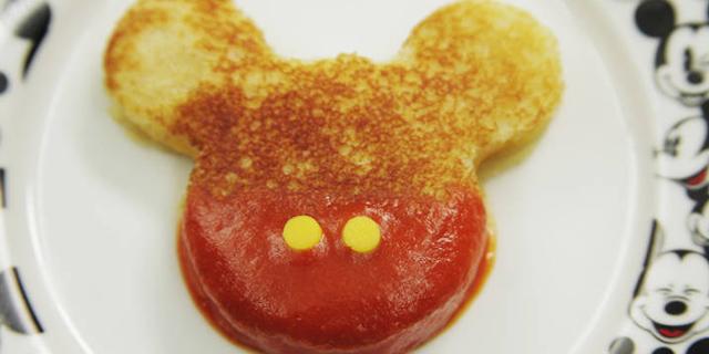 トーストで簡単美味しいブレックファストはミッキーマウス&ミニーマウスと一緒に! ミッキーマウス&ミニーマウスお誕生日おめでとう!