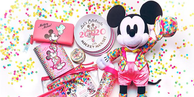 2020年をミッキーと一緒にお祝いしよう! ディズニーストアからカラフルなタキシードを着たミッキーのアイテムが登場