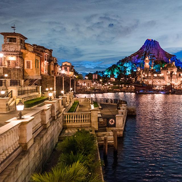 東京ディズニーシーが見せる幻想的な夜 カメラマンが撮影した美しくてミステリアスな景色