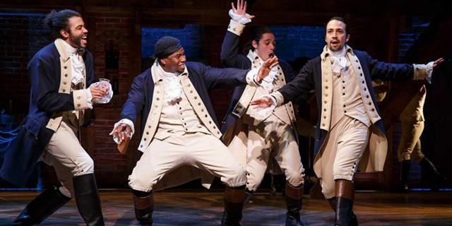 伝説のブロードウェイミュージカルを映像化した「ハミルトン」が世界同時配信開始! 脚本、作詞、音楽、主演はリン=マニュエル・ミランダ