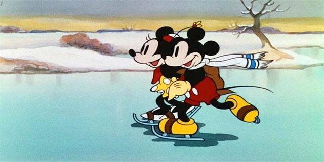 ふたりの距離をぐっと縮めてくれるアイス・スケートシーンに注目 家族と仲間と恋する人と!スケート場面が印象的な映画5選